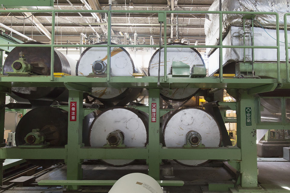 熱処理キュアー炉(非接触熱風処理)、ペーパー含浸加工(機能添加)2