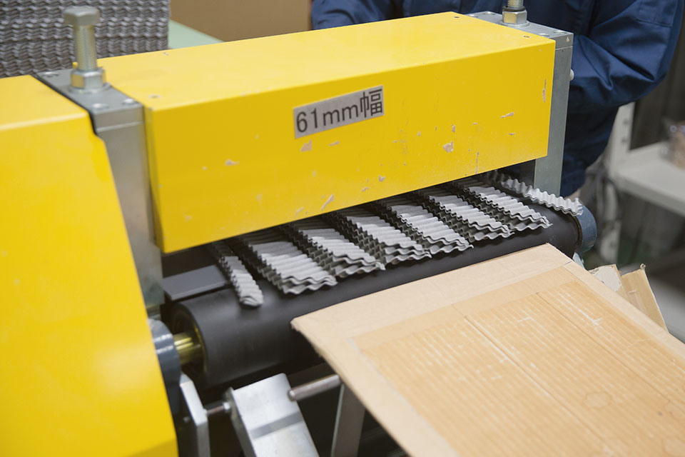Various kinds of cutting machines (single saw, gang saw), and Roll expansion slitter.3